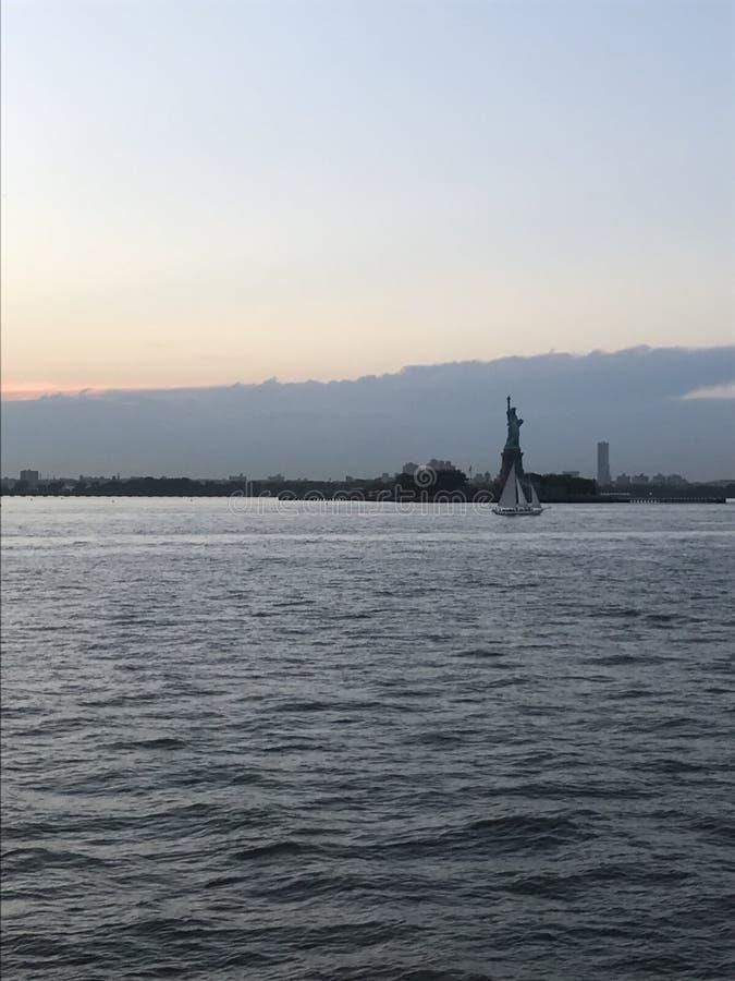 Dämmerung in der Bucht stockfoto