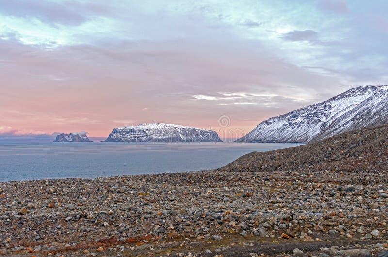 Dämmerung in der hohen Arktis stockfoto