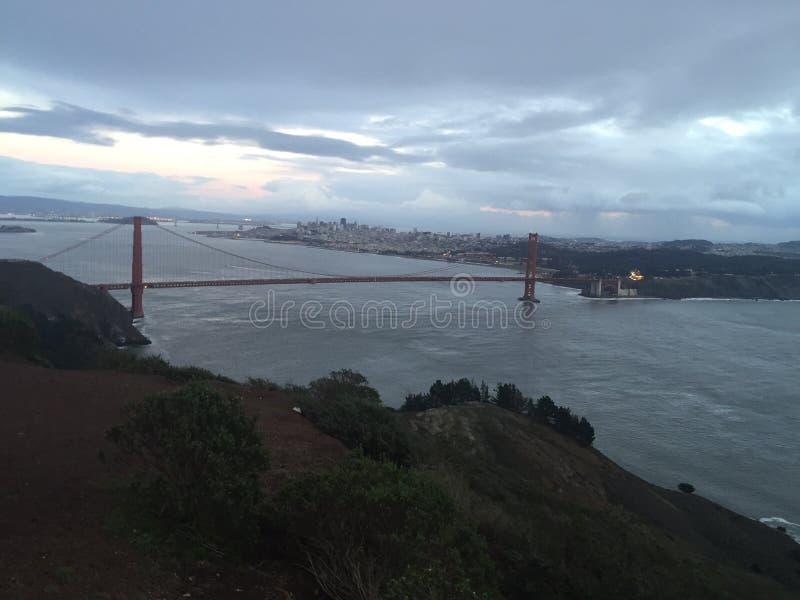 Dämmerung am Golden Gate stockbild