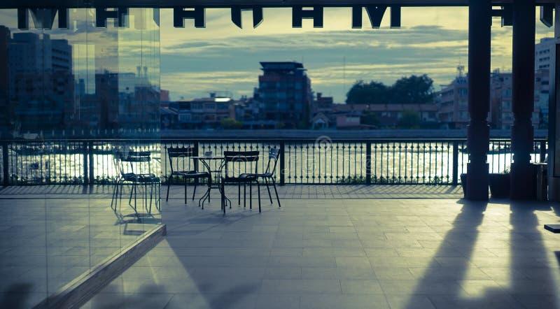Dämmerung an Hafen Tha Maharaj Maharaj, Bangkok, Thailand stockbilder