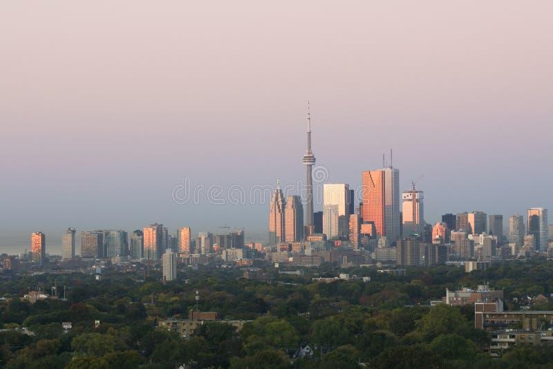 Dämmerung in im Stadtzentrum gelegenem Toronto lizenzfreie stockfotografie