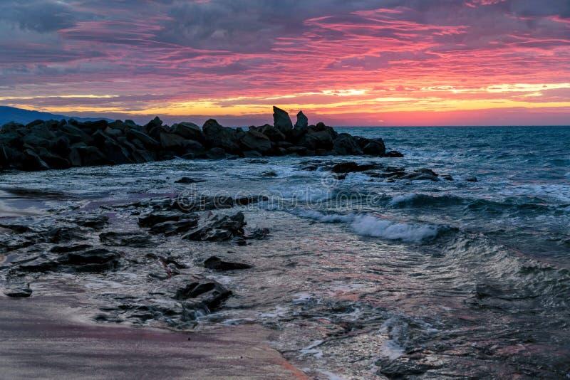Dämmerung an Opollo-Bucht, große Ozean-Straße, Victoria, Australien lizenzfreie stockfotos