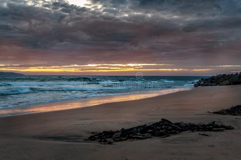 Dämmerung an Opollo-Bucht, große Ozean-Straße, Victoria, Australien lizenzfreie stockfotografie