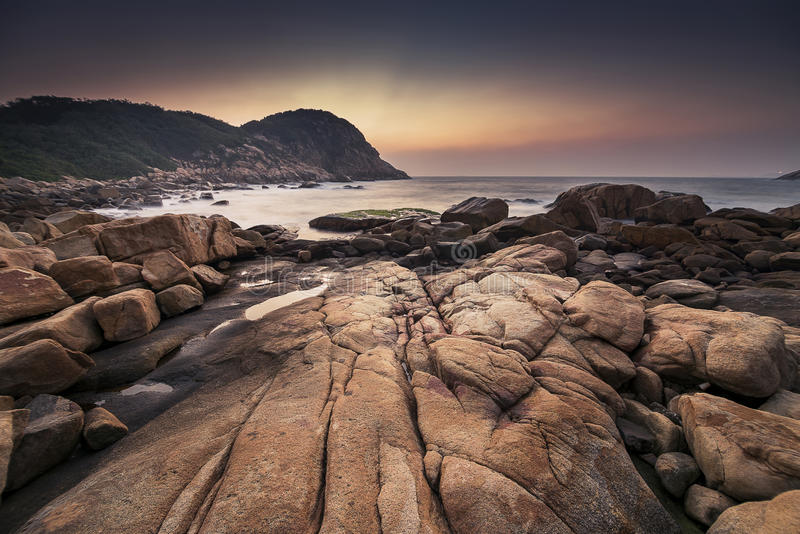 Dämmerung an Strand Shek O, Hong Kong lizenzfreie stockfotografie
