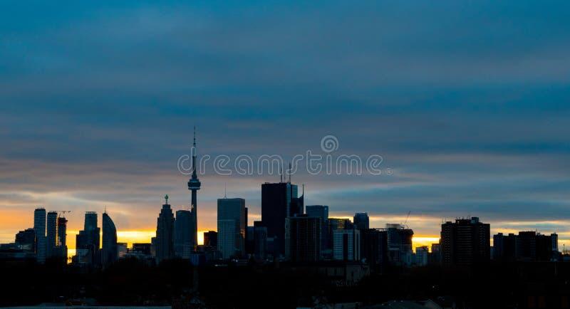 Dämmerung an Toronto-Stadt stockbilder