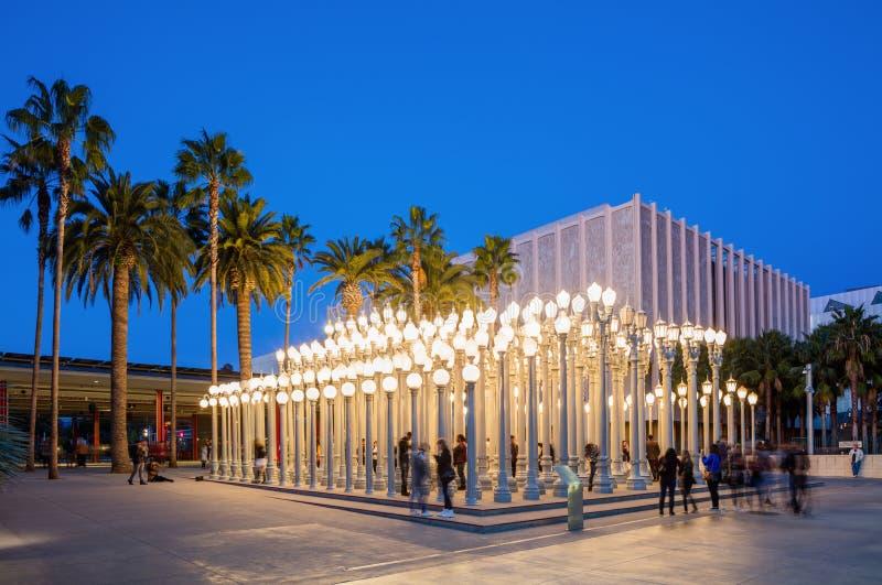 Dämmerungs-Äußeres des Los Angeles County-Museums von Art Urban Lights lizenzfreie stockfotos