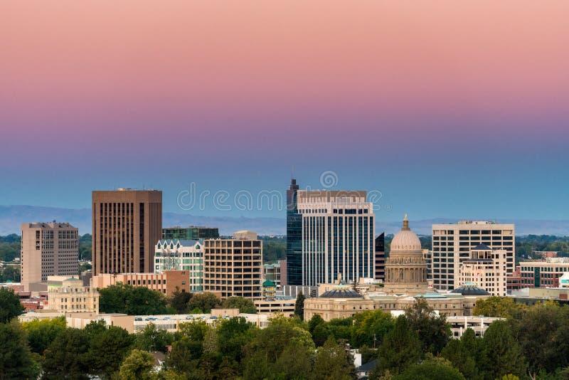 Dämmerungsmorgenfarben des Sonnenaufgangs über Boise Skyline lizenzfreies stockbild