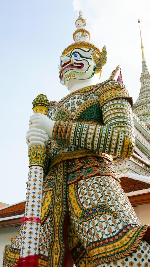 Dämon-Wächterstatuen in buddhistischem Tempel Wat Aruns in Bangkok, Thailand lizenzfreies stockbild