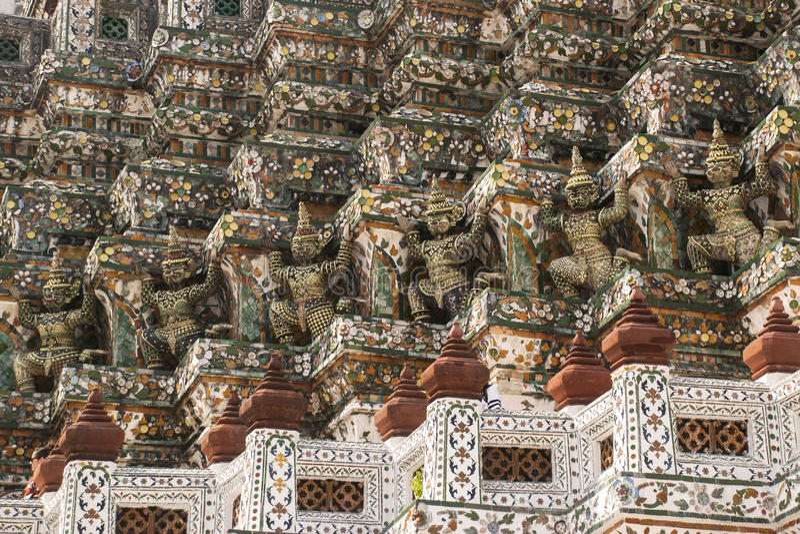Dämon-Wächterstatuen Wat Arun stockfotos