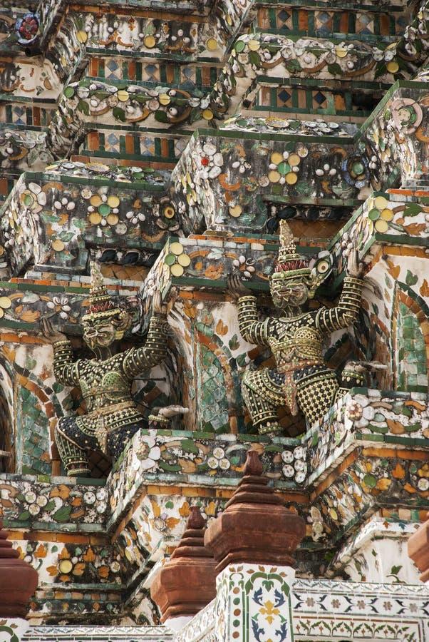 Dämon-Wächterstatuen Wat Arun in Bangkok stockfoto