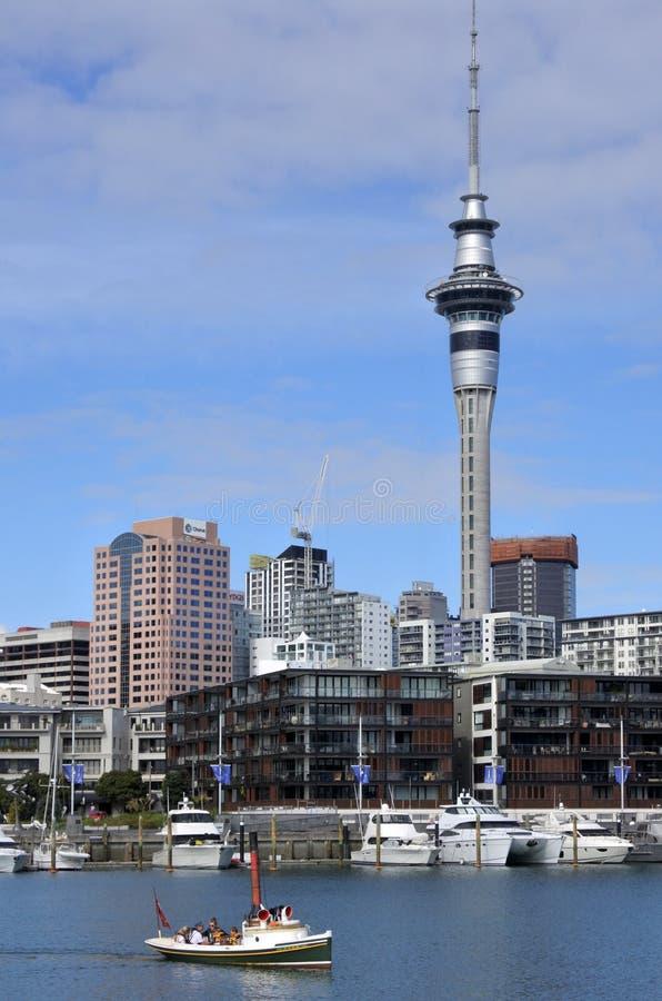 Dämpfen Sie Produkteinführungssegel im Auckland-Hafen-Viadukt-Becken stockbild