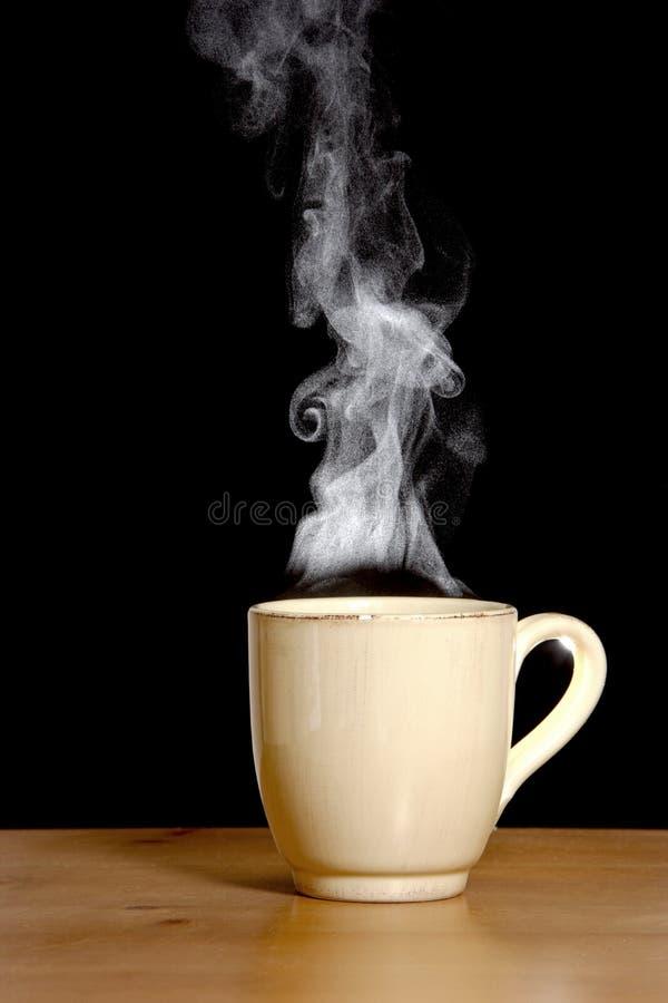 Dämpfender heißer Kaffee lizenzfreie stockfotografie