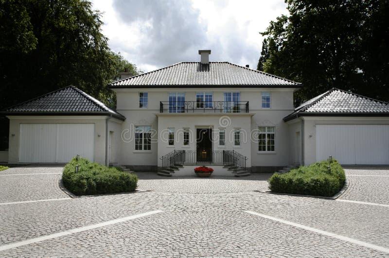 Dänisches Klasseenlandhaus stockbilder