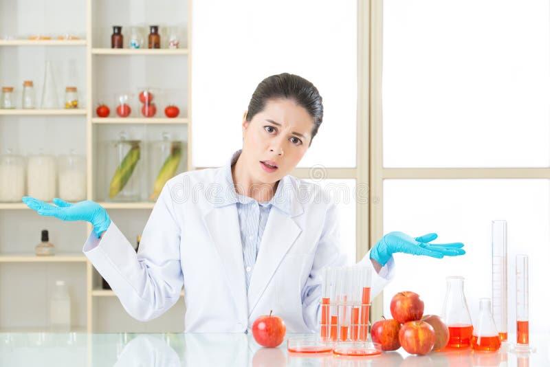 Därför äta genetisk ändringsmat, är den inte vård- royaltyfria foton