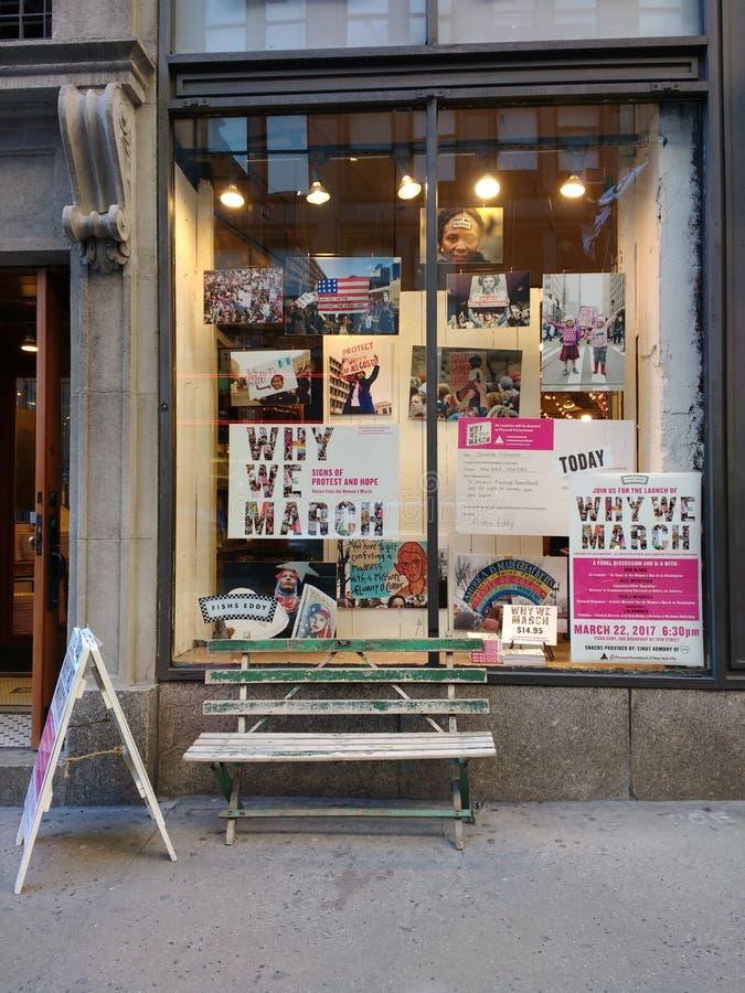 Därför vi marscherar: Tecken av protesten och hopp - stämmor från mars för kvinna` s, New York City, NYC, NY, USA royaltyfri bild