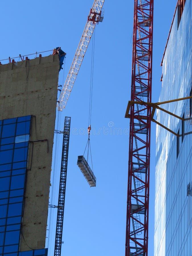 Dźwignik żuraw z ciężkim ładunkiem Budowa zdjęcie stock