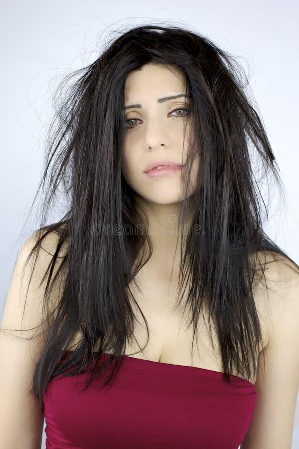 Dålig hårdag för härlig kvinna med långt hår arkivfoton