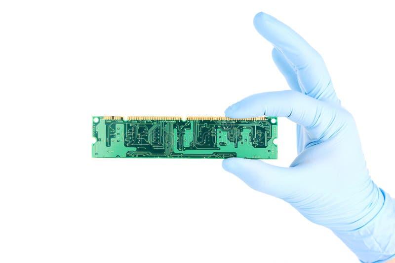 Dé con sostener el ordenador RAM Memory Chip foto de archivo