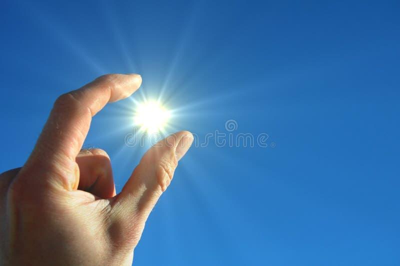 Dé el sol y el cielo azul imágenes de archivo libres de regalías