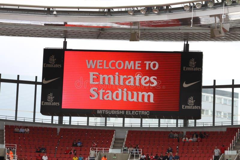 Dé la bienvenida a los emiratos al estadio imagen de archivo
