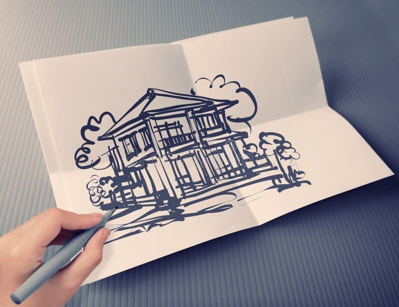 Dé la casa del dibujo en el fondo de papel plegable blanco imagenes de archivo