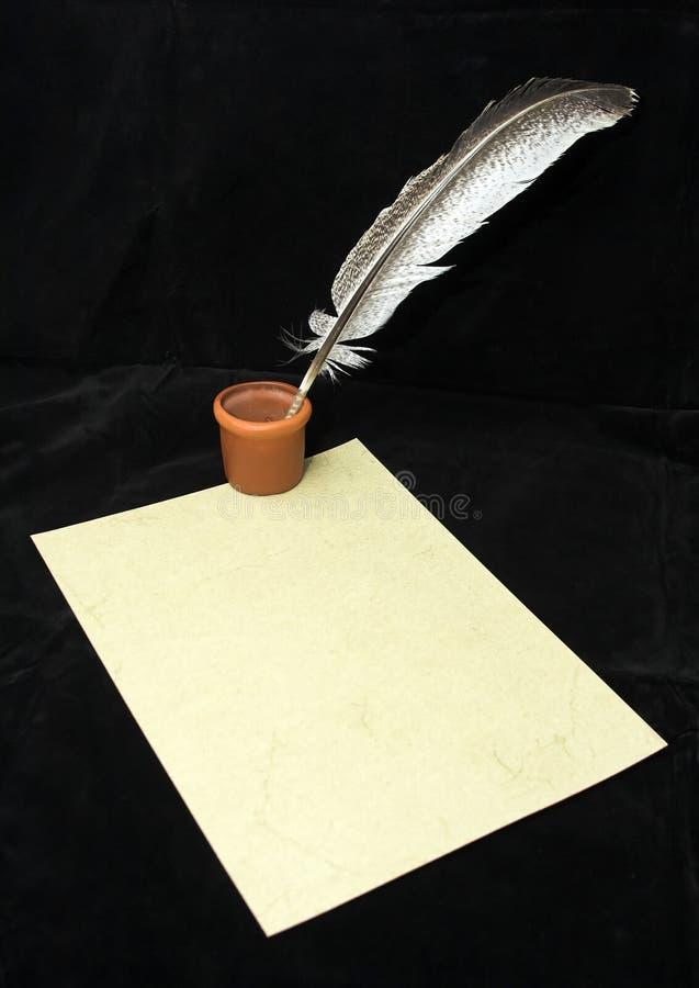 Dé la escritura con la pluma foto de archivo libre de regalías