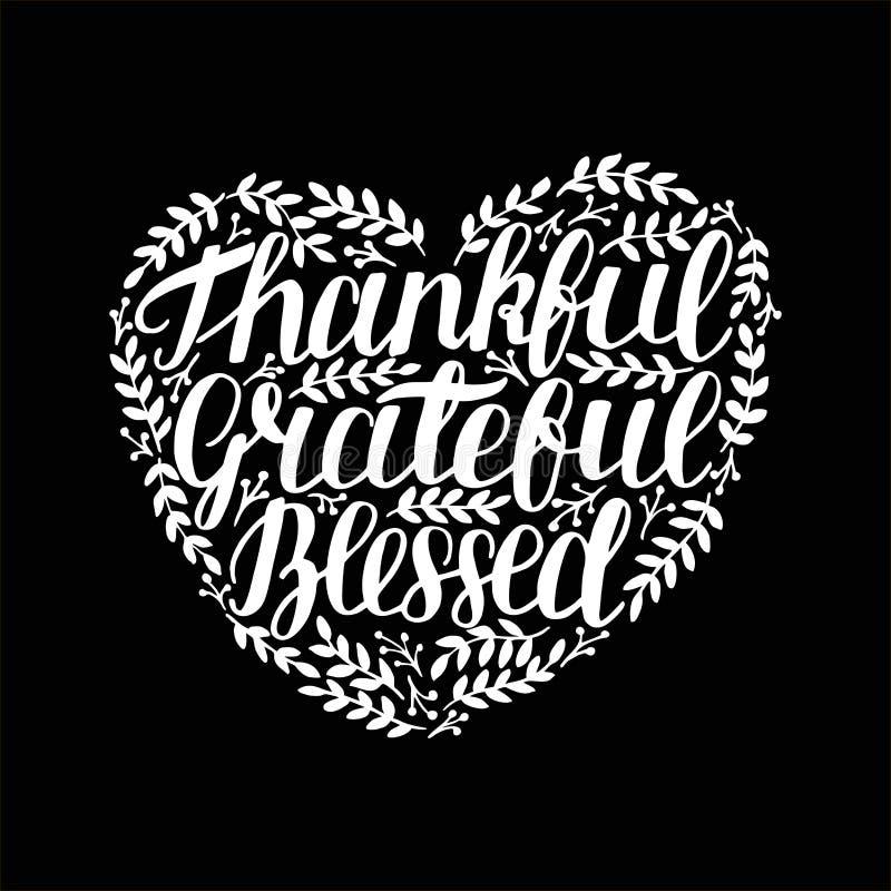 Dé las letras con la cita inspirada agradecida, agradecido, bendecido en la forma del corazón en fondo negro ilustración del vector