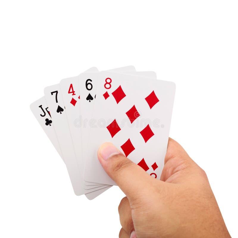 Dé sostener tarjetas de un póker aisladas en el fondo blanco imagen de archivo libre de regalías