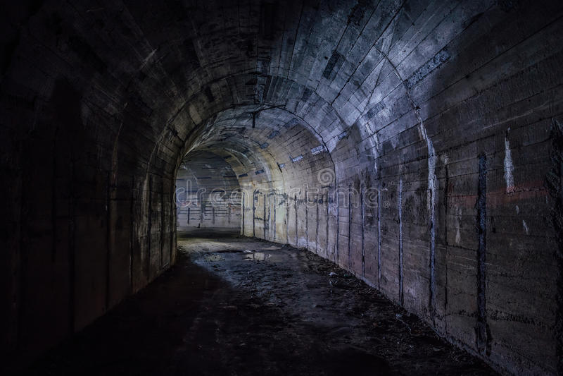 Dé vuelta al túnel fotos de archivo libres de regalías