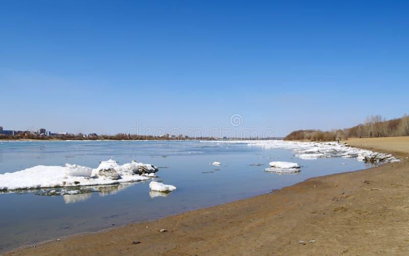 Débâcle sur le fleuve Irtysh Omsk Russie image stock