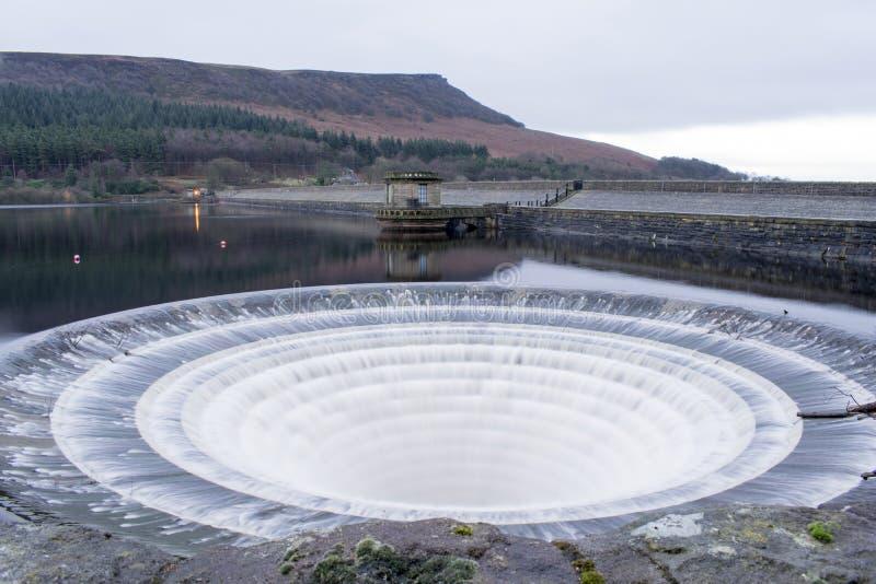Débordement de déversoir de réservoir de Ladybower photo libre de droits