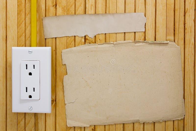Débouché électrique installé sur le mur photographie stock libre de droits