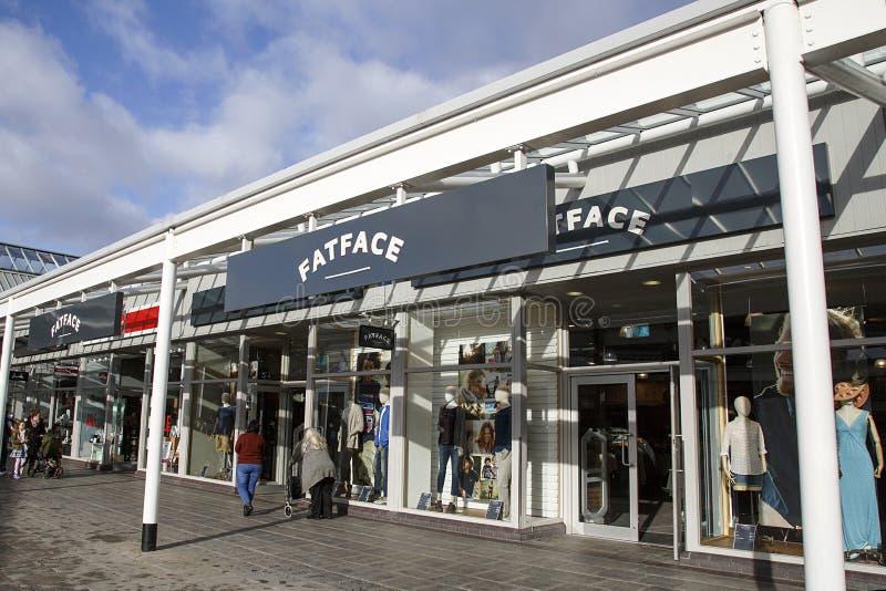 Débouché de mode de gros visage dans un McArthur Glen Retail Outlet photo libre de droits