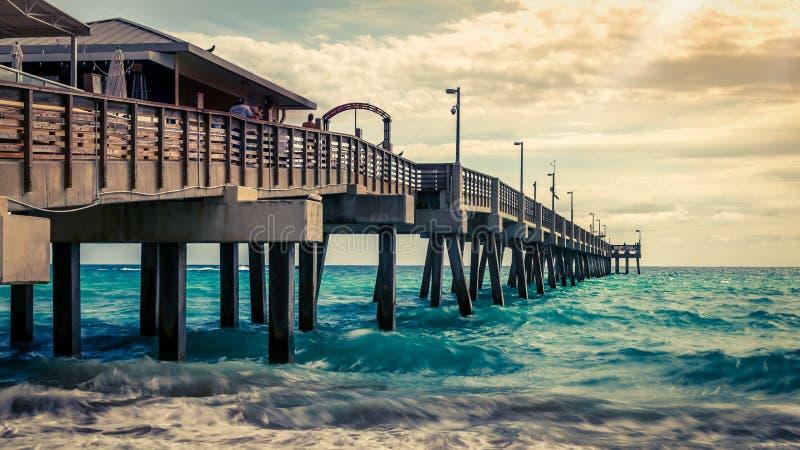 Début de la matinée chez Dania Beach Pier, la Floride photographie stock libre de droits