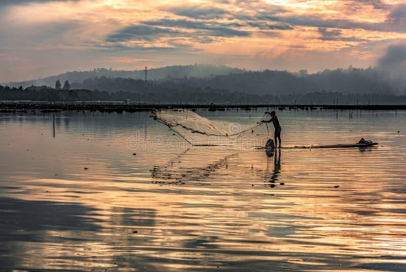 Début de la matinée contagieux de poissons de pêcheur image libre de droits
