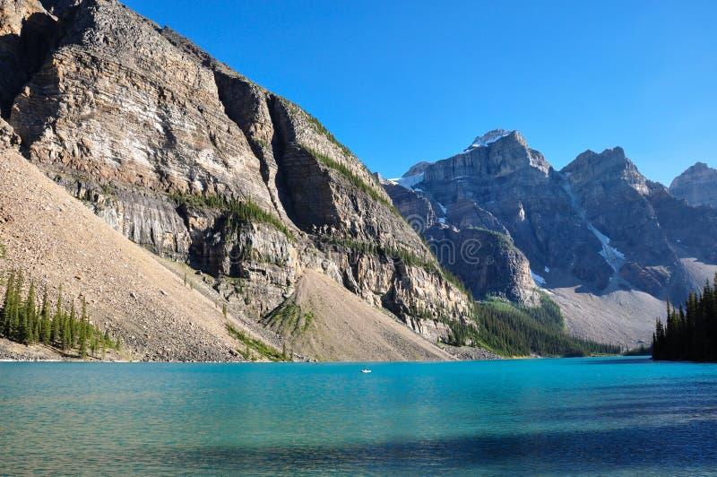 Début de la matinée de moraine de lac en tout c'est beauté, Alberta, Canada images libres de droits