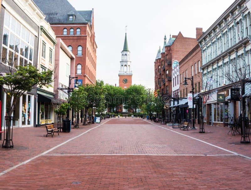 Début de la matinée sur la rue de piéton seulement dans une ville américaine photographie stock libre de droits