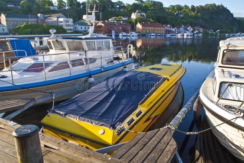 Début de la matinée sur le bord du quai dans Halden (hors-bord) photographie stock libre de droits