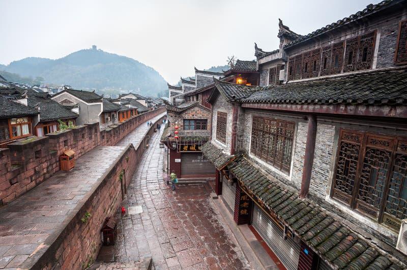 Début de la matinée sur les murs de ville dans la vieille ville de Fenghuang image libre de droits