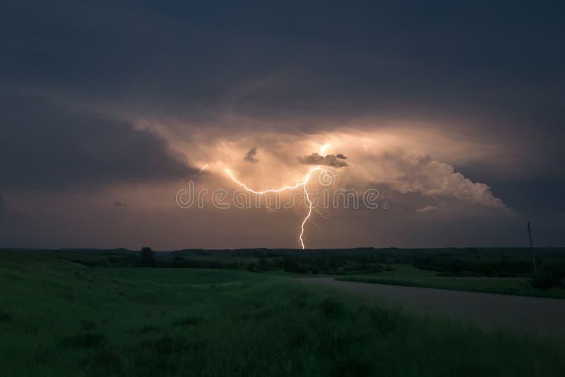 Décharge électrique d'un orage grave dans le Dakota du Nord images libres de droits
