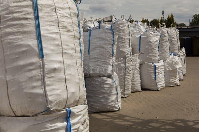 Décharge, grands sacs photo stock