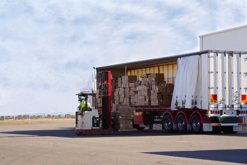 Déchargement du camion photos stock