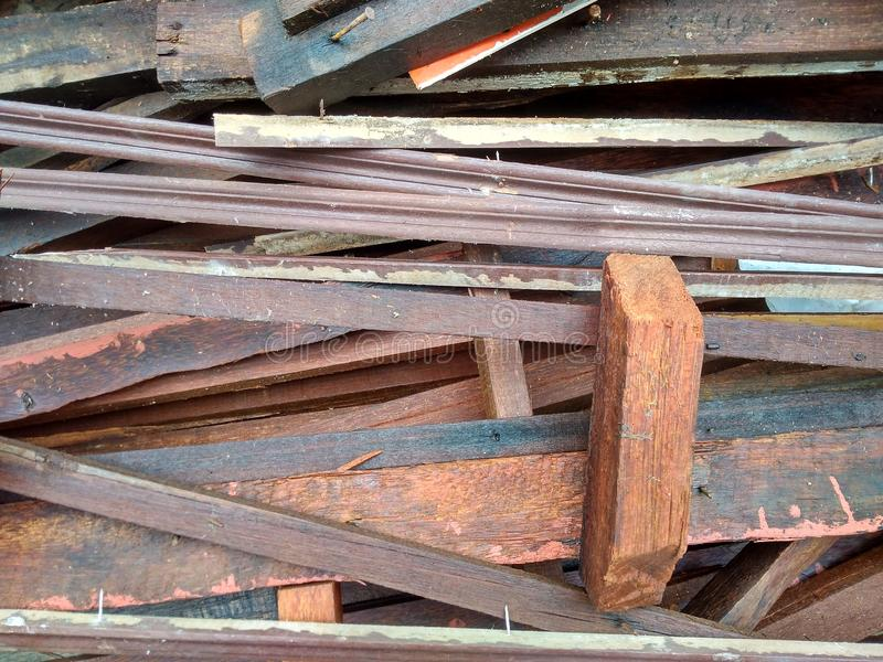 Déchets en bois de la rénovation à la maison image stock