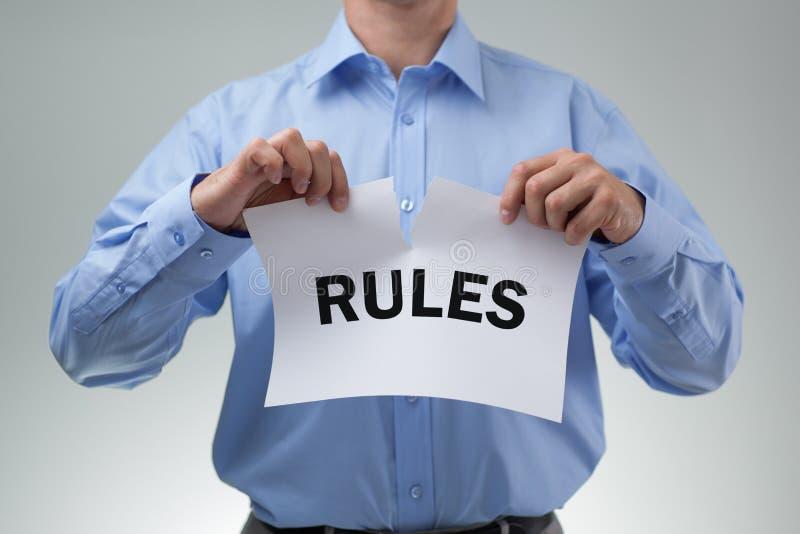 Déchirer les règles image libre de droits