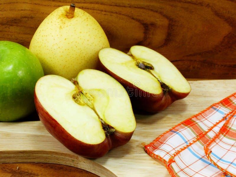 Déchirure de pomme rouge photos libres de droits