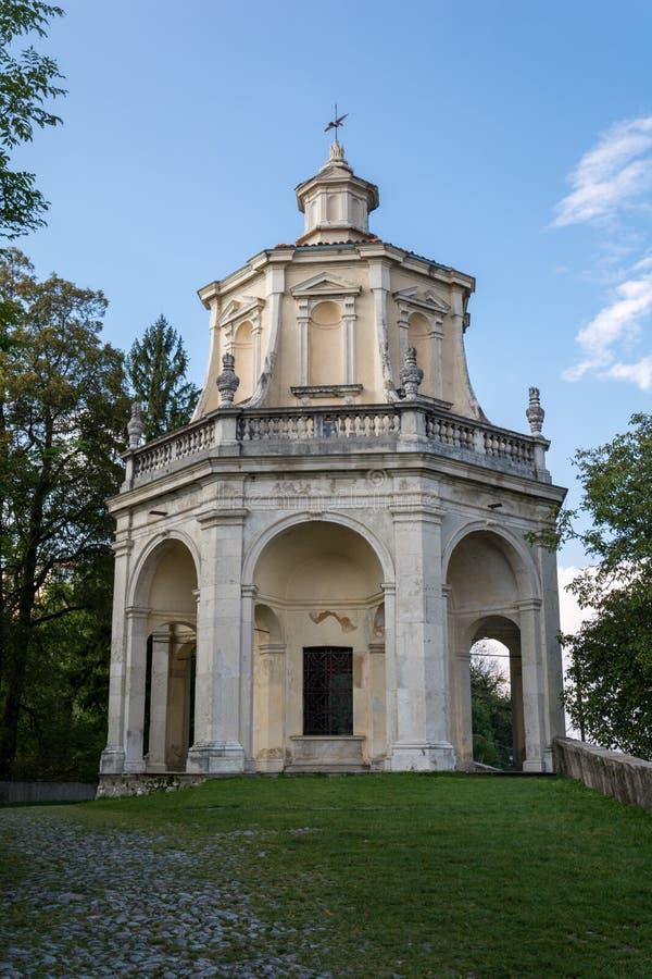 Décimotercera capilla en Sacro Monte di Varese Italia imagen de archivo libre de regalías