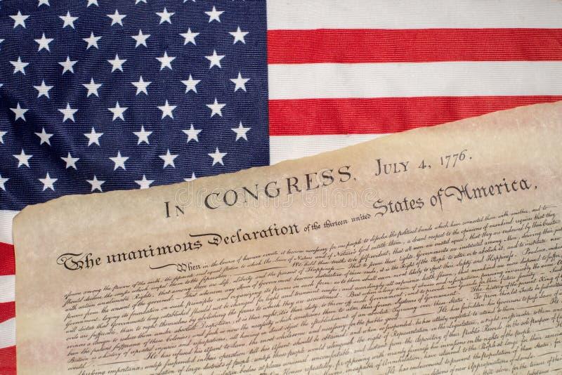 Déclaration d'indépendance le 4 juillet 1776 sur le drapeau des Etats-Unis photographie stock