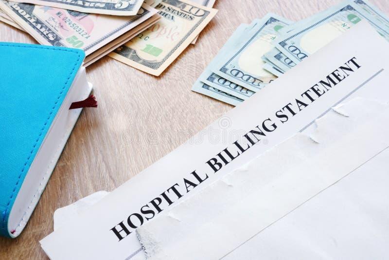 Déclaration de facturation d'hôpital dans l'enveloppe Dette médicale image libre de droits