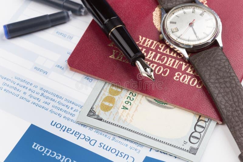 Déclaration en douane avec un passeport de voyage de l'Union Soviétique photo libre de droits