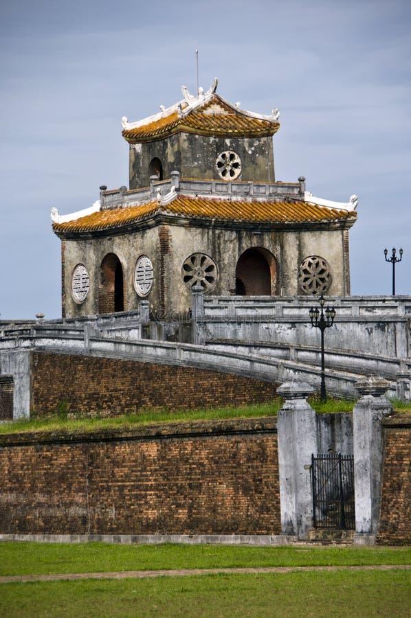 Déclenchez la tour dans le mur de citadelle, tonalité image stock